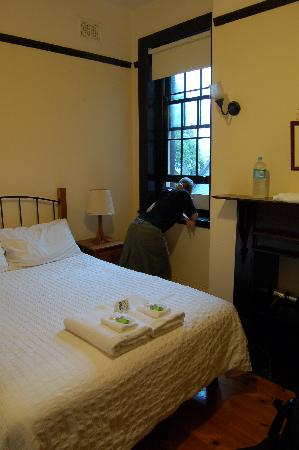 Sydney Harbour Bed and Breakfast: The Bligh Room