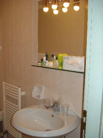 Santa Marina Hotel: bathroom