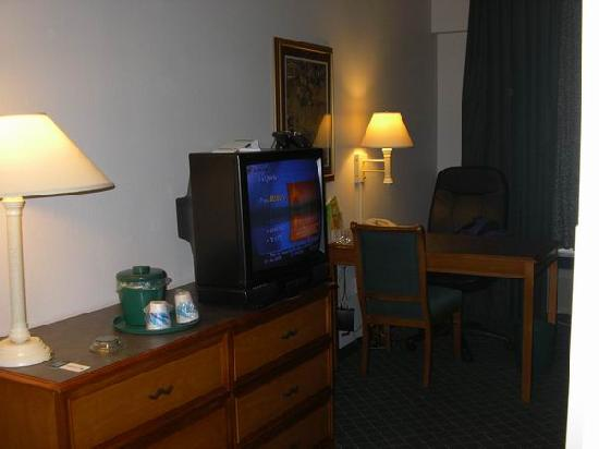 La Quinta Inn & Suites St. Louis Westport: the rest of the room
