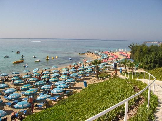 Bella Napa Bay Hotel: The beach over the road