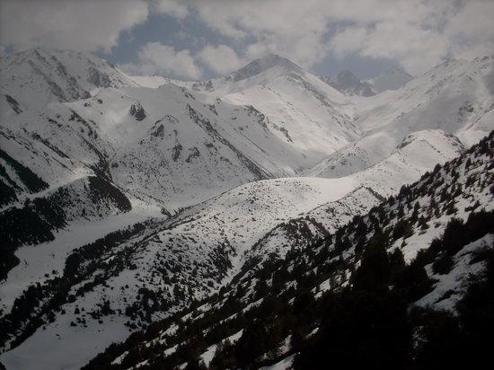 Bishkek, Kirgisistan: Gebirge 40km von Bischkek