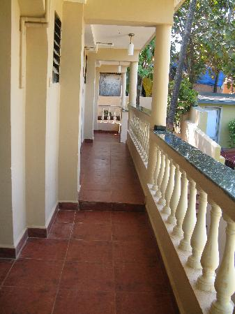 Shalom Guest House : the exterior corridor of Shalom