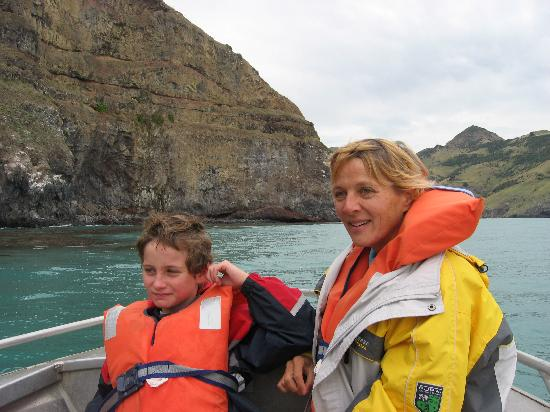 Le Bons Bay Backpackers: Bridget and Ben on the boat trip