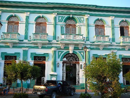 Hotel Dario: Street facade
