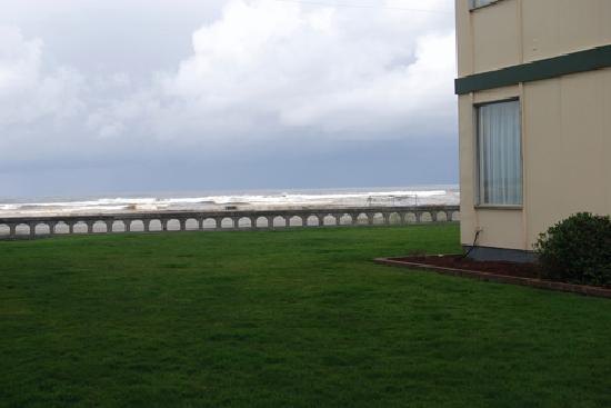 Seashore Inn on the Beach: Side