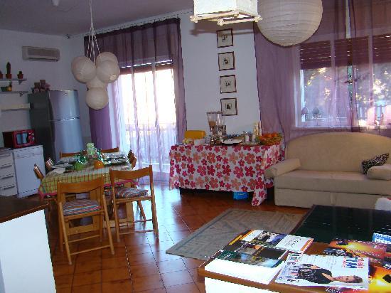 Etna Massalargia: Detalle del comedor-cocina