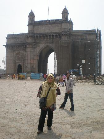 Colaba Causeway: Gate of India...Mumbai entrance