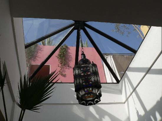 Riad Safa: Looking up to the roof terrace