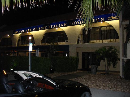 Arturo's Italian Restaurant : Exterior at night