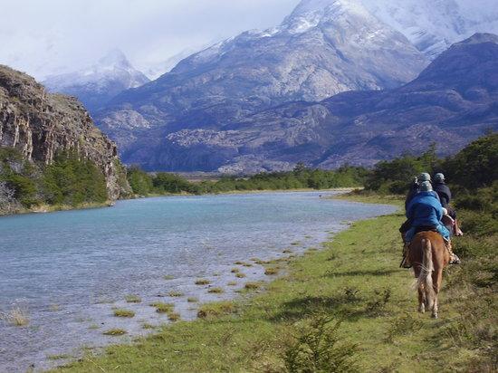 El Calafate, Argentine : Horseriding along the river