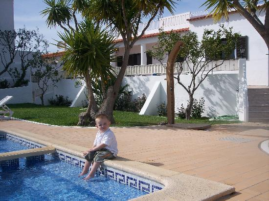 Casa da Horta: son enjoying the pool