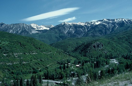 'Colorado' from the web at 'https://media-cdn.tripadvisor.com/media/photo-s/01/0e/20/1c/road-to-kebler-pass.jpg'