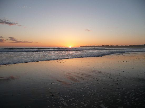 Sandpiper Lodging: Beautiful sunset on Stinson Beach, less than 5 minutes from the Sandpiper