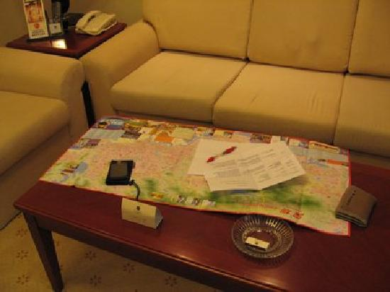 Metropark Hotel Shenzhen: First thing I did - better planning with map and tourist info brochures