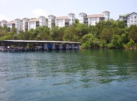 Holiday Inn Club Vacations Ozark Mountain Resort: Condos from the lake.