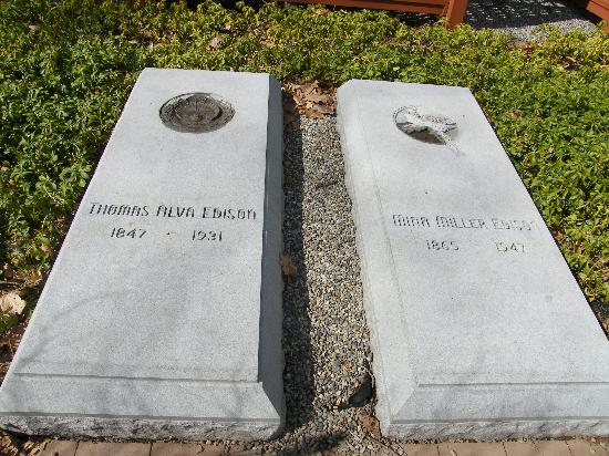 Thomas Edison National Historical Park : Edisons graves