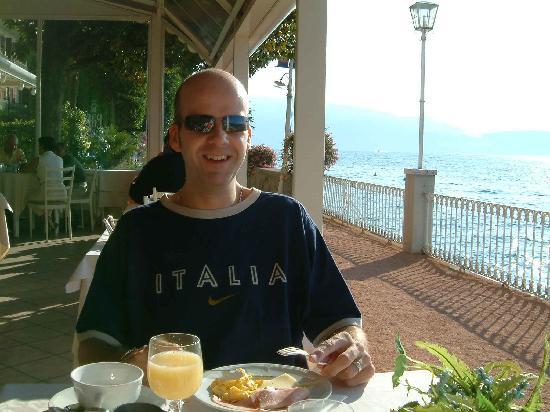 Grand Hotel Gardone : Breakfast On The Terrace