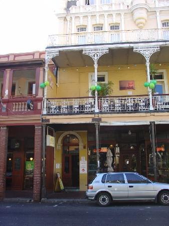 Carnival Court Backpackers: Main entrance on 255 Long Street - Cape Town