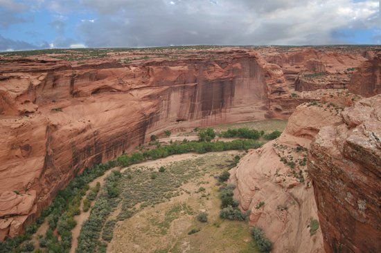 Canyon de Chelly National Monument: view into the gorge