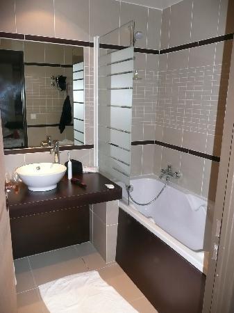 Hotel L'Arboisie: nice bathroom