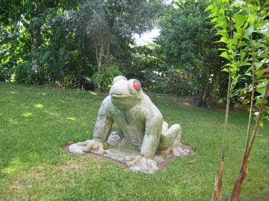 Hotel Monte Real: One of the sculptures on the grounds