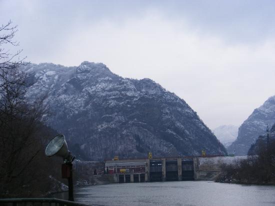 Ramnicu Valcea, Rumania: Baraj Cozia