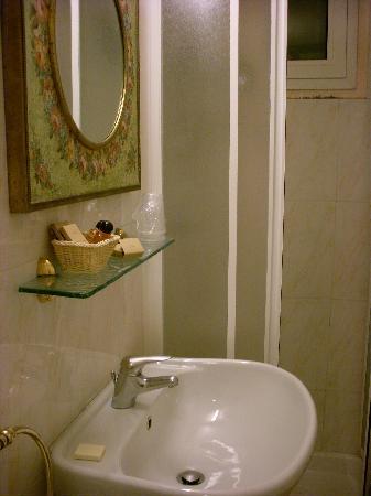 Hotel Argentina: Baño privado 2