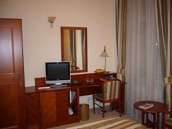 Amigo City Centre Hotel : Muebles y accesorios