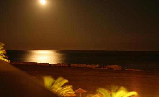Villa Romana Hotel: Night beach view from our balcony