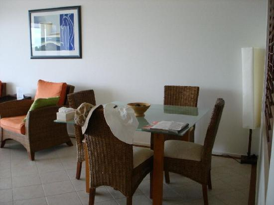 Saltwater Luxury Apartments : dining area