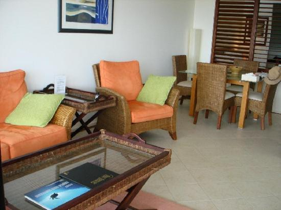 Saltwater Luxury Apartments : lounge