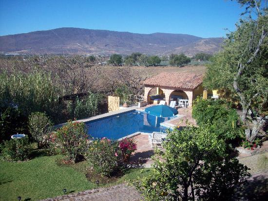 Jocotepec, Mexico: The pool and gorgeous view