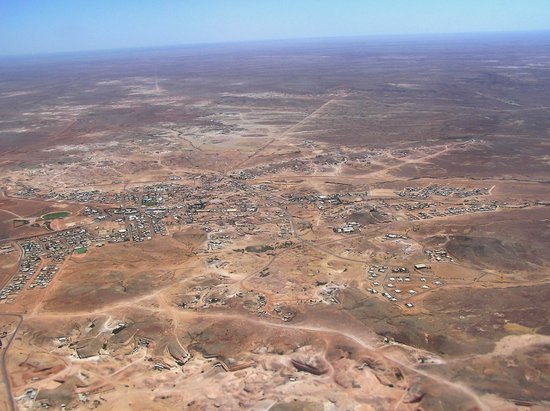 Coober Pedy, Australien: CP from the air