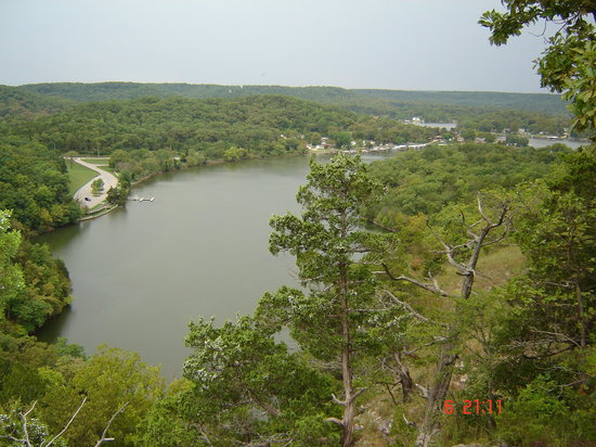 Ha Ha Tonka State Park: The view of the cove from the ruins