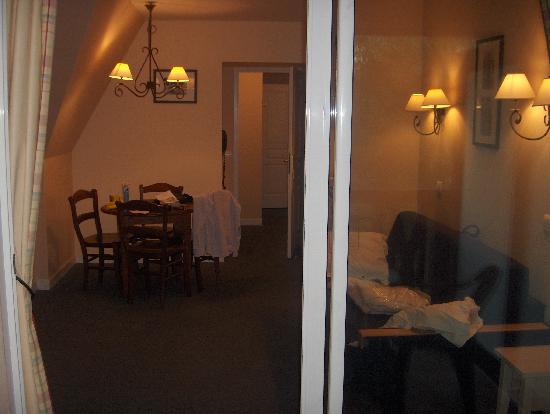 Pierre & Vacances Residence La Résidence du Golf : pièce de séjour depuis le balcon