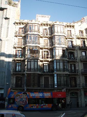 DestinationBCN Apartment Suites: View of Walden from across street (2nd or 3rd floor on left side)