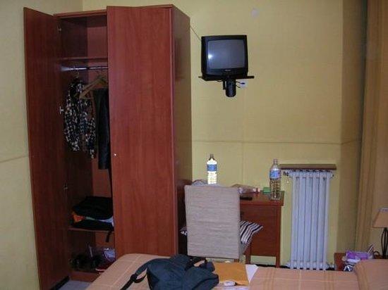 Hostal Cervantes room