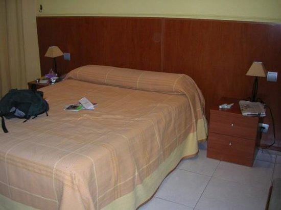 Hostal Cervantes bed