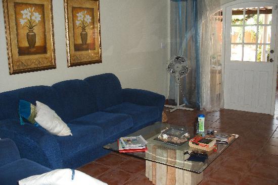 Laguna Beach Apartments: Sitting area