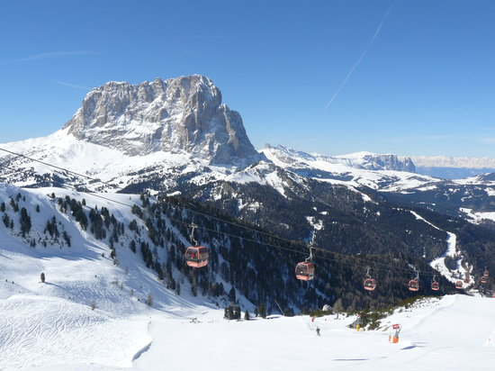 Selva di Val Gardena, İtalya: View from the top of the Dantercippes lift adjacent to the hotel