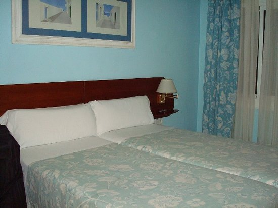 Hotel Marina Folch : The bed