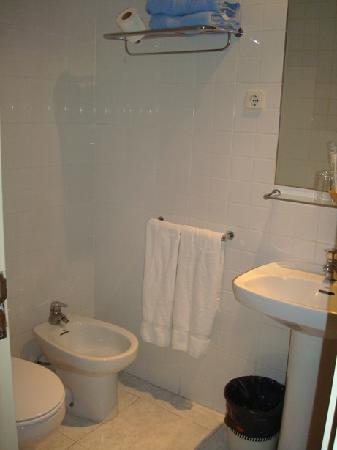 Hotel Marina Folch : Bathroom2