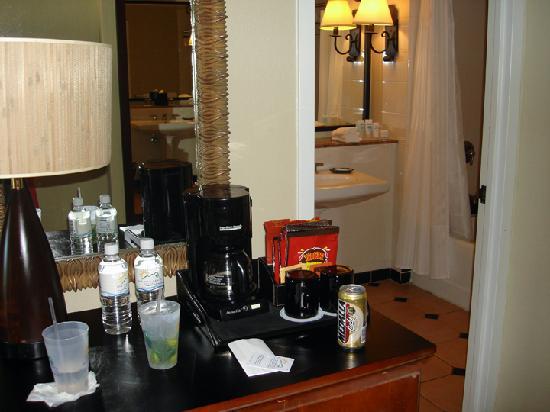 Wyndham Grand Rio Mar Beach Resort & Spa: Bar Area in front of bathroom