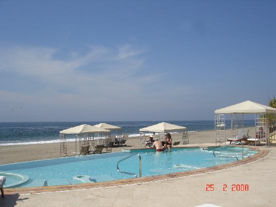 Casa Velas: Poll, cabanas and beach at Private beach club