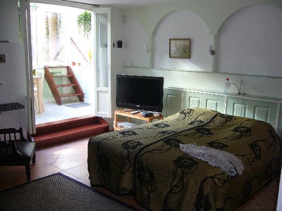Parkzijde Bed & Breakfast: Garden Room and Wonderful Bed