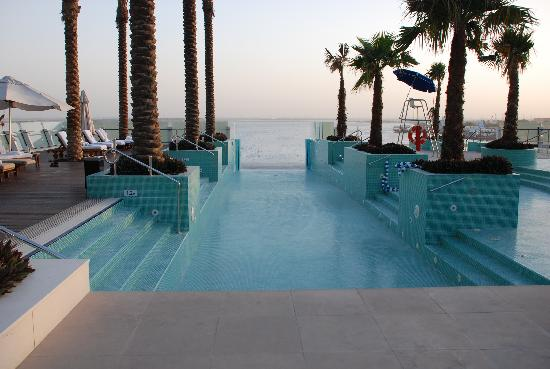 Spa pool undergoing maintenance intercontinental for Pool and spa show dubai