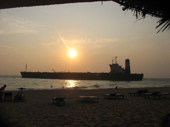 Don Hill Beach Resort : Sunset over the River Princess