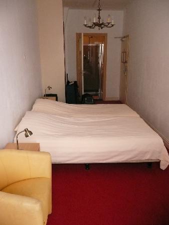 Amsterdam Hotel Parklane: Room 7 Again