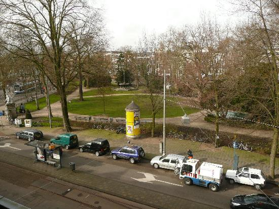 Amsterdam Hotel Parklane : The View from Room 7 over the nice little nearby park