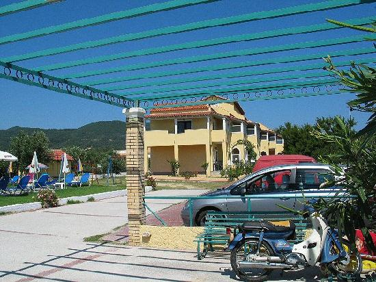 Stars Hotel: Main building/Car park